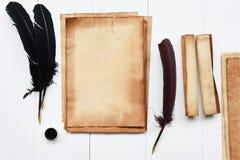 старая бумага с пером и чернилами Стоковые Фото