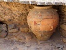 Старая ваза хранения Minoan - Греция, Крит, Phaistos стоковое изображение rf