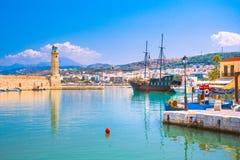 Старая венецианская гавань Rethimno, Крита стоковые изображения