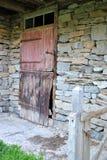 Старая дверь амбара Стоковые Изображения
