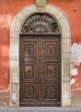 Старая дверь в Saluzzo Стоковые Изображения RF