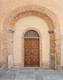 Старая дверь в Saluzzo Стоковая Фотография RF