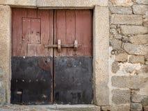 Старая дверь деревянных и металла Стоковая Фотография RF