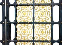 Старая дверь делает по образцу предпосылку изолированную сплавами стоковые изображения