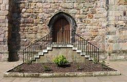 Старая дверь и шаги, замок Ланкастера, Lancashire Стоковые Фотографии RF