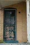 Старая дверь на покинутом здании Стоковая Фотография