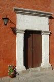 Старая дверь на Arequipa, Перу Стоковые Фотографии RF