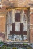Старая дверь древесины и металла Стоковая Фотография