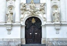 Старая дверь. Стоковые Изображения RF