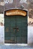 Старая дверь, Trastevere, Рим, Италия Стоковая Фотография