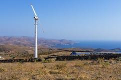 Старая ветротурбина в острове Kythnos, Кикладах, Греции Стоковая Фотография RF