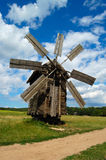 старая ветрянка стоковая фотография rf