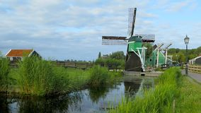 Старая ветрянка, Zaanse Schans, Zaanstad, Нидерланд сток-видео