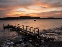 Старая ветхая пристань в заходе солнца Стоковые Фотографии RF