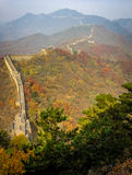 Старая Великая Китайская Стена Китая на сезоне осени Стоковые Изображения RF
