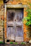 Старая, винтажная, античная дверь в Montalcino, Италии Стоковая Фотография