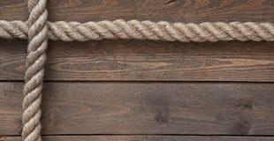 Старая винтажная веревочка на старом деревянном столе Стоковое Изображение