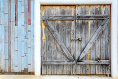 Старая винтажная деревянная дверь Стоковые Фото