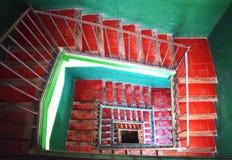 Старая винтажная лестница от верхней части, готический квартал, Барселона Стоковое Изображение
