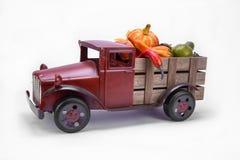 Старая винтажная тележка игрушки стоковая фотография