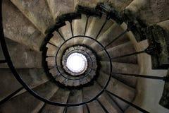 Старая винтовая лестница стоковое изображение