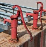 Старая водяная помпа сбора винограда Стоковые Фотографии RF