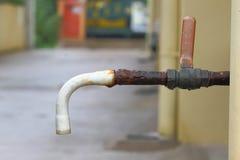 старая вода из крана Стоковые Изображения RF