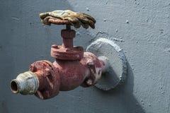 старая вода клапана Стоковая Фотография
