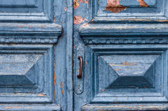 Старая выдержанная голубая дверь Стоковые Фотографии RF