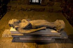 Старая выкопенная экскаватором статуя в музее уровня земли замка Paphos Стоковое фото RF