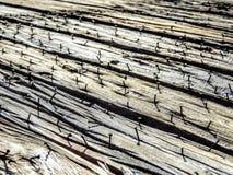 Старая выдержанная деревенская деревянная текстура предпосылки с винтажными бурыми древесными досками с неровными строками ржавых Стоковое фото RF
