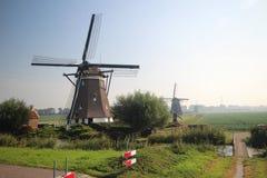 Старая голландская ветрянка с другими ветрянками в предпосылке в Zevenhuizen Стоковое Изображение