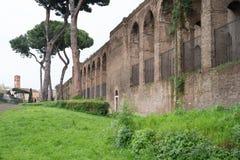 Старая городская стена в Риме стоковое изображение rf