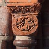 Старая голова столбца в красном песчанике Стоковые Фото