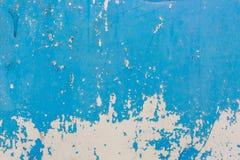 Старая голубая треснутая краска на предпосылке металла Стоковая Фотография