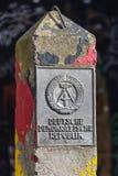 Старая граница восточного Берлина ГДР подписывает внутри Берлин Германию Стоковое Фото