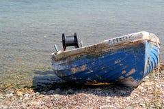 Старая греческая рыбацкая лодка в Эгейском море Стоковые Фото