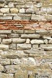 Старая грубая красная и белая каменная стена Стоковые Фотографии RF