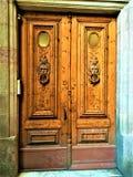 Старая дверь, время, история и романтичные детали стоковые фото