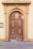 Старая дверь в Флоренсе Стоковое Изображение