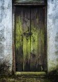 Старая дверь старого дома Стоковые Фото