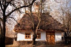 старая деревенского дома естественная Стоковые Изображения RF