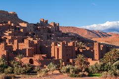 Старая деревня Помощ-Бен-Haddou kasbah в пустыне Марокко стоковая фотография rf