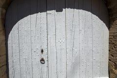 Старая деревянная голубая дверь в Gordes Провансаль, стоковое фото