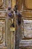 Старая деревянная дверь старого дома Стоковые Фотографии RF