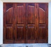 Старая деревянная коричневая дверь дома Стоковое фото RF