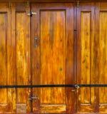 Старая деревянная коричневая дверь дома Стоковые Фото
