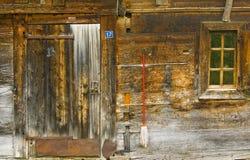 Старая деревянная лачуга стоковые фотографии rf