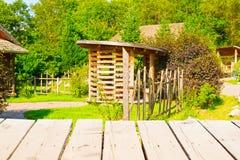 Старая деревянная светлая таблица для общей предпосылки загородного дома Стоковые Изображения RF
