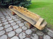 Старая деревянная скамья в парке, Литве Стоковое фото RF
